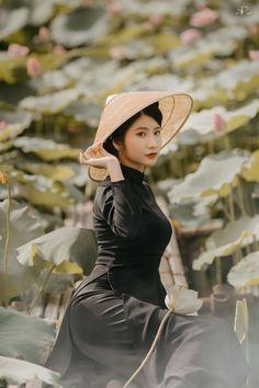Business Fashion, Business Women, Vietnam Travel, Ao Dai, Honey, Wall, People, Blog, Dresses