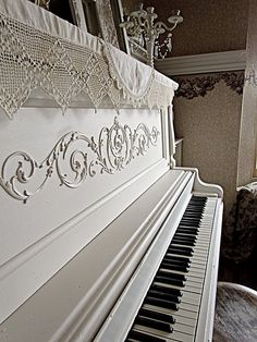 that is also the same with piano playing. The piano is a very special musical instrument and almost every individual desire to play it. But before you can play the pian Shabby Vintage, Shabby Chic, Vintage Decor, Painted Pianos, Painted Furniture, Pianos Peints, Vieux Pianos, Musica Love, White Piano