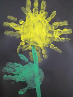 Zonnebloem van handjes