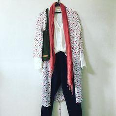 変な時間に寝てしまってまったく眠れる気がしないので洋服で遊ぶユニクロの美女と野獣コラボのロングシャツ#sgraphoto #fashon