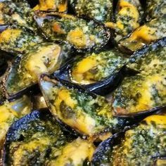 Stuffed mussels with parsley garlic butter- Moules farcies au beurre d'ail persillé Stuffed mussels with garlic parsley - Shellfish Recipes, Seafood Recipes, Healthy Dinner Recipes, Cooking Recipes, Exotic Food, Appetisers, Garlic Butter, Fish And Seafood, My Favorite Food