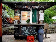 Kühlschrank Warner : Young sheldon ein kühlschrank viele zeitungen und stützräder