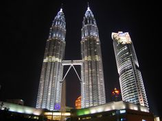 Petronas Towers im Malaysia Reiseführer http://www.abenteurer.net/3825-malaysia-reisefuehrer/