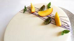 Миндальный бисквит, абрикосовая ликерная пропитка, хрустящий слой с кокосом и какао бобами, земляничный мармелад, мусс из жимолости, ванильный мусс, зеркальная глазурь... #моясладкаяжизнь #jsopatisserie
