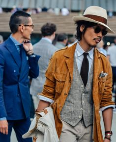 #streetstyle | NEUTRAL COLORS are the new cool