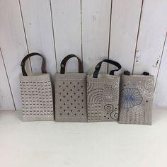 소박하고 정갈한 느낌의 사시코자수 가방 : 네이버 블로그 Embroidery Purse, Sashiko Embroidery, Patchwork Bags, Quilted Bag, Japanese Bag, Denim Crafts, Jute Bags, Fabric Bags, Shopper Bag