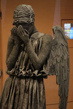 Truly the most terrifying cosplay I've ever seen...Someone at Dragon*Con dressed as a Weeping Angel.