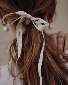 Runway: Chanel Spring/Summer 2020 Resort :: This Is Glamorous Face Shape Hairstyles, Sleek Hairstyles, Trending Hairstyles, Ponytail Hairstyles, Pretty Hairstyles, Straight Hairstyles, Daily Hairstyles, Long Thin Hair, Long Layered Hair