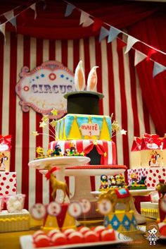 classic-red-white-circus-themed-birthday-party-idea
