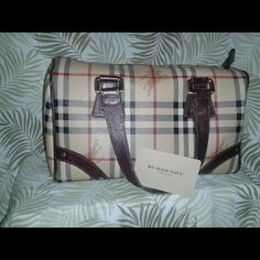 BURBERRY MEDIUM ALCHESTER BAG! GENTLY USED!! 100% Authentic! Comes with BURBERRY card for any repairs and authentication. Horseferry check design with dark brown leather trim. Dimensions- 11 1/4 in.long;  6 in. Wide;  6.5 in. Tall.  IMMACULATE CONDITION! Gently used, buy now, it wont be here for long!! Burberry Bags