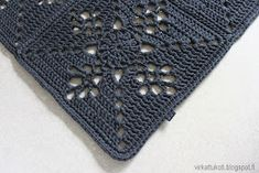 virkattukoti: Viktoriaaninen matto Table Runners, Diy And Crafts, Victorian, Knitting, Farmhouse Rugs, Pills, Crochet Patterns, Tricot, Diy Rugs