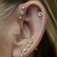 Cute Multiple Flower Ear Piercing Jewelry Ideas for Women - lindo oreja joyas p. - Cute Multiple Flower Ear Piercing Jewelry Ideas for Women – lindo oreja joyas piercing ideas – - Pretty Ear Piercings, Multiple Ear Piercings, Body Piercings, Tongue Piercings, Smiley Piercing, Ear Piercing Studs, Ear Peircings, Helix Piercings, Tragus Stud
