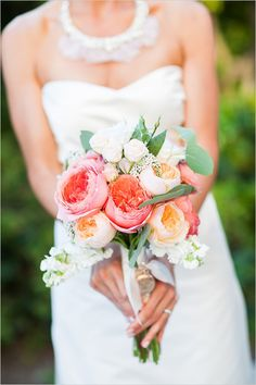 bridal bouquet by La Belle Jardin