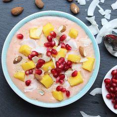 Creamy mango smoothie bowl