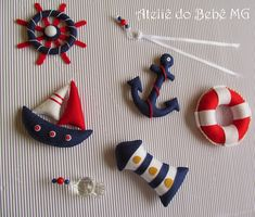 Enfeites p/ quarto de bebê/crianças, porta maternidade, móbiles. Faça sua encomenda CONTATO: roseanepatch@gmail.com Diy Crafts Hacks, Diy And Crafts, Marine Style, Felt Crafts Patterns, Diy Cadeau, Felt Banner, Sea Crafts, Beaded Earrings Patterns, Baby Embroidery