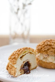 For some people, choux pastry is nothing special, or a bit boring, but I think there are a lot of change lately. Eclairs, Profiteroles, Fun Desserts, Dessert Recipes, Croquembouche, Paris Brest, Choux Pastry, Trifle, How To Make Cake