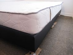 The bed base (2pieces) / El base de la cama (2 piezas)