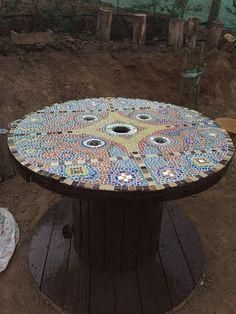 Carrete mesa de mosaicos rústica