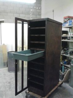 Love it... definitely putting a door on the front of any rack I make.