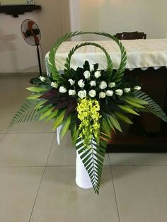 56 Home Interior Decoration Ideas With Floral Ornament for Valentine's Day Tropical Flower Arrangements, Church Flower Arrangements, Beautiful Flower Arrangements, Tropical Flowers, Beautiful Flowers, Fresh Flowers, White Flowers, Altar Flowers, Church Flowers