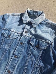 Levi Denim Jacket, Blue Denim Jeans, Hawaiian Summer Dresses, Painted Denim Jacket, Puffy Paint, Levi Strauss, Vintage Jeans, Levis, Jackets