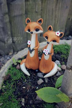 Hey, I found this really awesome Etsy listing at https://www.etsy.com/uk/listing/236520478/love-foxes-fox-wedding-cake-topper