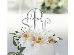 #Monogram #Kagetop Mat Sølv m. Sten  Smuk kagetop i resin med mat sølv lakering, dekoreret med klare similisten.  Vælg jeres initialer og et &-tegn, eller 2 initialer samt ét stort bogstav til midten - f.eks. forbogstavet i jeres nye, fælles efternavn.