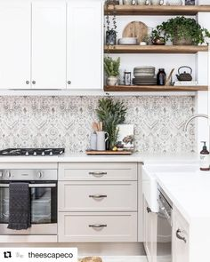 We're in love with this gorgeous kitchen featuring the 1901 Double Butler Sink - courtesy of interior styling by @theescapeco 😍…