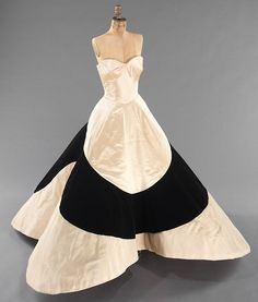 """""""Four Leaf Clover"""" gown, Charles James. Brooklyn Museum Costume Collection at The Metropolitan Museum of Art. Charles James, James 4, Vestidos Vintage, Vintage Gowns, Vintage Outfits, Vintage Clothing, Moda Fashion, 1950s Fashion, Vintage Fashion"""