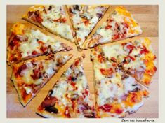 Pizza cu ciuperci si sunca - pizza de casa Stromboli, Calzone, Pizza, Food And Drink, Cheese, Meals, Recipes, Drinks, Food
