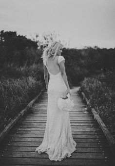 Not only do I love this dress. I love the vintage/ rustic look of this picture.