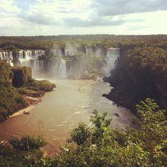 Puerto Iguazú en Misiones. Hay mucho água y muy bonito.