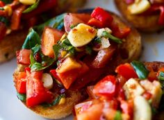 looks delish red-hot-bruschetta Romantic Dinner Recipes, Easy Dinner Recipes, Oscar Food, Tapas, Veggie Recipes, Healthy Recipes, Yummy Recipes, Healthy Food, Elegant Appetizers