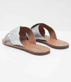 Sandália feminina  Modelo: rasteira  Material: sintético  Marca: Satinato     COLEÇÃO VERÃO 2017     Veja outras opções de    sandálias femininas.        Sobre a marca Satinato     A Satinato possui uma coleção de sapatos, bolsas e acessórios cheios de tendências de moda. 90% dos seus produtos são em couro. A principal característica dos Sapatos Santinato são o conforto, moda e qualidade! Com diferentes opções e estilos de sapatos, bolsas e acessórios. A Satinato também oferece para as…
