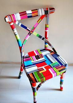 veldonderzoek.patchwork chair met verschillende kleurvlakken.