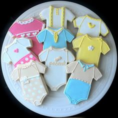 Decorated Gender Neutral Onesie Cookies by peapodscookies