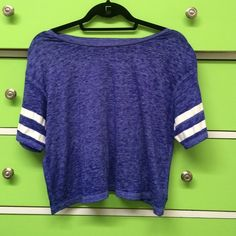 American Eagle Crop Top American Eagle Crop Top. Size small but can fit medium too. Great condition. American Eagle Outfitters Tops Crop Tops