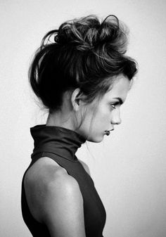 A messy updo - simple yet can still be elegant #hair #hairstyles #hairsalon