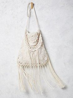 crochet handbags Fringed Crochet Bag - Add some bohemian flare to your outfit with Free People's Desert Crochet Bag. A delicate crochet crossbody bag featuring a scalloped trim flap. Crochet Clutch, Crochet Handbags, Crochet Purses, Crochet Bags, Style Hippie Chic, Bohemian Style, Gypsy Style, Love Crochet, Bead Crochet