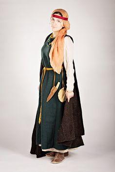 Реконструкция костюма жительницы Новгорода конца 10 века
