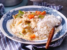 Chicken fricassee - this is how the classic recipe works DELICIOUS - Kochen - Hühnerrezepte High Glycemic Index Foods, Retro Recipes, Ethnic Recipes, Chicken Fricassee, Different Diets, Food Words, Delicious Fruit, Yum Yum Chicken, Summer Drinks