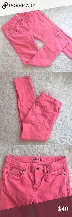 Vineyard Vines Pink 5 Pocket Corduroy Skinny In Raspberry Rose. 98% cotton/2% spandex. Gently worn condition with minimal signs of wear. Vineyard Vines Jeans Skinny