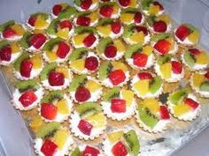 Reteta de acasa: Mini tarte cu fructe Sweets Recipes, Desserts, Mickey Party, Biscuits, Cheesecake, Food And Drink, Cakes, Cooking, Tailgate Desserts