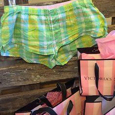 "VS PINK Sleep shorts Plaid VS PINK sleep shorts. No flaws like new! Across elastic waist 14.5"". PINK Victoria's Secret Intimates & Sleepwear Pajamas"