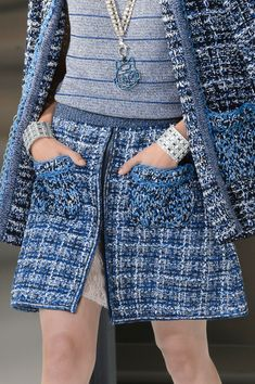 Chanel at Paris Fashion Week Spring 2017 - Details Runway Photos longer length skirt, of course Chanel Outfit, Chanel Dress, Chanel Jacket, Chanel Fashion, Chanel Coat, Chanel Paris, Chanel Couture, Fashion 2017, Runway Fashion
