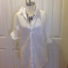 Super cute on trend BF shirt Cute oversized 100% cotton poplin shirt. Runs big and long. Wear with leggings or skinny jeans or tuck in with a skirt. Worn once. Banana Republic Tops Button Down Shirts
