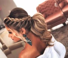 lange Haarmodelle – Aprenda Fazer Maravilhosos Penteados für Noivas und Madrinhas de Casamento lindos … lange Haarmodelle – Learn How to Make Wonderful Hairstyles for Brides und Beautiful Bridesmaids … Homecoming Hairstyles, Bride Hairstyles, Prom Ponytail Hairstyles, Hairstyles For Weddings Bridesmaid, Hairstyle Ideas, Cute Hairstyles For Prom, Long Hair Updos, Low Pony Hairstyles, Summer Wedding Hairstyles
