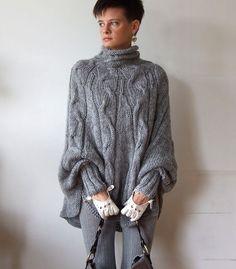 Poncho a maglia a mano intrecciato maglione del capo di couvert