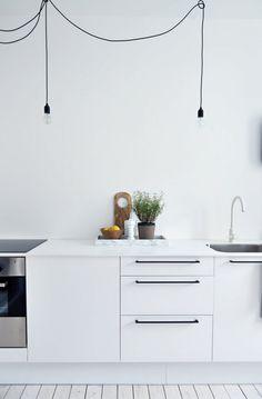 Leuke minimalistische keukenverlichting.