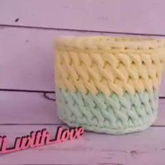 vamos separar umas aulinhas com pontos diferentes pra treinarmos quando sobrar um tempinho🤗 vídeo aula Crochet Twist, Crochet Geek, Thread Crochet, Double Crochet, Crochet Stitches, Knit Crochet, Crochet Basket Pattern, Knit Basket, Crochet Patterns